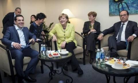 Σε εξέλιξη η συνάντηση Τσίπρα – Μέρκελ – Ολάντ στη Ρίγα