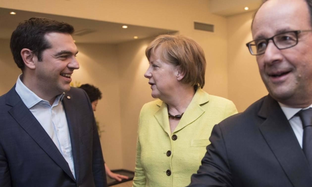 Μαξίμου: Μέρκελ και Ολάντ δεσμεύτηκαν να συνδράμουν προσωπικά για τη συμφωνία