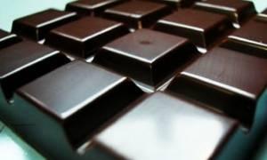 Συνταγή για σπιτική σοκολάτα υγείας με 3 υλικά!