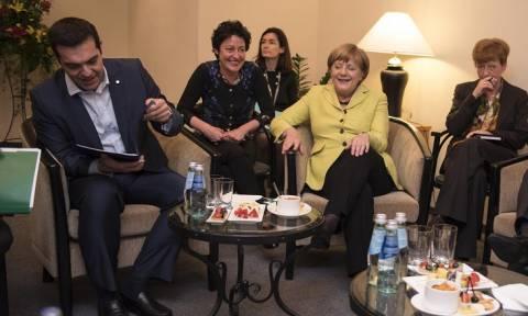 Γερμανικός Τύπος: «Ο Τσίπρας ελπίζει σε συμφωνία ήδη τον Μάιο»