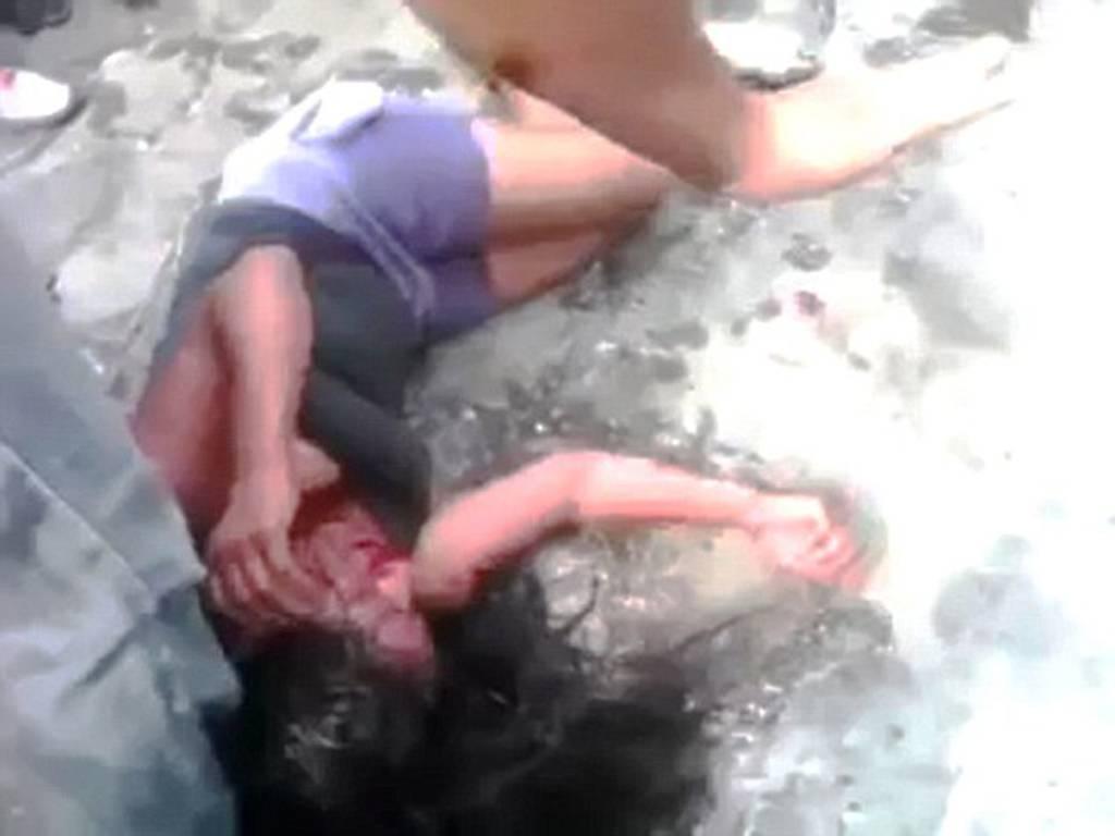 Σοκ: Όχλος λίντσαρε 16χρονη και την έκαψε ζωντανή (pics)