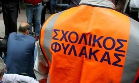 Το υπουργείο Εσωτερικών ζητεί την άμεση επαναφορά των σχολικών φυλάκων
