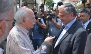 Ιστορική συνάντηση Αναστασιάδη – Ακιντζί στους δρόμους της διχοτομημένης Λευκωσίας (photos)