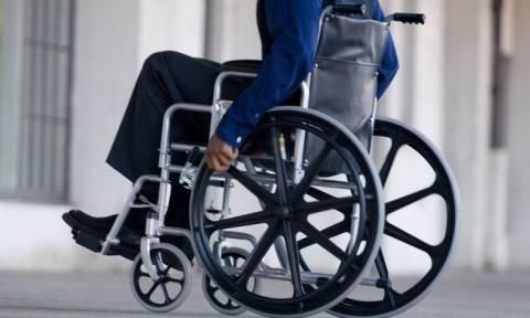 Ηράκλειο: Χαμός στο αεροδρόμιο – «Ανάπηρος» σηκώθηκε και περπάτησε