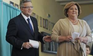 Πολωνία: Ο Κομορόφσκι παραδέχθηκε την ήττα του στον β' γύρο των προεδρικών εκλογών