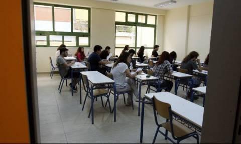 Πανελλήνιες 2015: Στα Αρχαία Ελληνικά και τα Μαθηματικά εξετάζονται σήμερα (25/5) οι υποψήφιοι