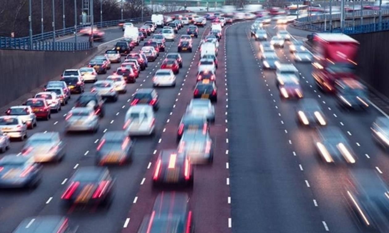 Ριζική αναπροσαρμογή στη φορολόγηση των αυτοκινήτων: Πώς θα υπολογίζονται τα τέλη κυκλοφορίας