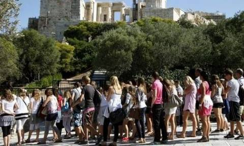 ΤτΕ: Ξεπέρασαν τα 1,7 εκατ. οι τουρίστες το πρώτο τρίμηνο