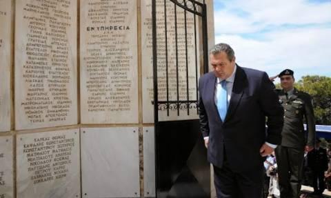Στο Ηρώο των Λ.Ο.Κ. στο Καβούρι ο ΥΕΘΑ Πάνος Καμμένος (pics)