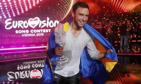 Εurovision 2015: Δείτε τον νικητή του διαγωνισμού να χορεύει γυμνός Mans Zelmerlow
