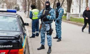Ουκρανία: Ένοπλος σκότωσε δύο ανθρώπους και κρατά ομήρους σε πρατήριο βενζίνης