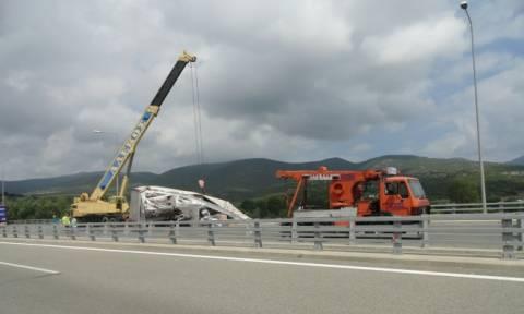 Σοβαρό τροχαίο στην Εγνατία Οδό: Μετέωρη νταλίκα στη γέφυρα του Νέστου (photos)