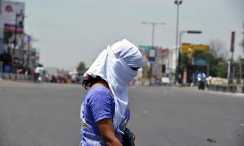 Ινδία: Ξεπέρασαν τους 500 οι νεκροί από τον καύσωνα (videos)
