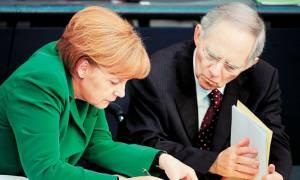 Welt: «Μονομαχία Μέρκελ-Σόιμπλε για το Grexit»