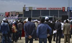 Βίντεο σοκ: Πυροβόλησαν Τουρκάλα υποψήφια - Επεισόδια πριν τα εγκαίνια αεροδρομίου από τον Ερντογάν