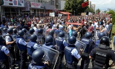 Σκόπια: Χωρίς… φως το τούνελ της πολιτικής κρίσης
