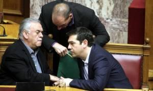 Μεταξύ σφύρας και άκμονος η ελληνική κυβέρνηση