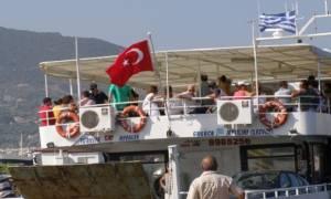 Telegraph: Σύροι πρόσφυγες μπαίνουν στην Ελλάδα με τουριστικά φέρι από την Τουρκία