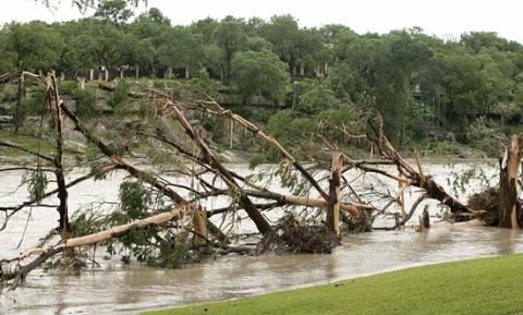 Έρευνες για τους αγνοούμενους στο Τέξας - Τουλάχιστον 21 νεκροί από τις πλημμύρες