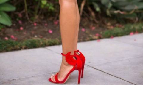 Queen Μεζούρα: Βοηθάμε την αναγνώστριά μας να επιλέξει τα ωραιότερα ψηλοτάκουνα σανδάλια!