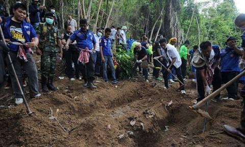 Μαλαισία: Σε 139 υπολογίζονται οι σοροί στους τάφους που βρέθηκαν