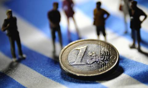Bloomberg: Η Ελλάδα σε πορεία προς παράλληλo νόμισμα όπως στην Κούβα