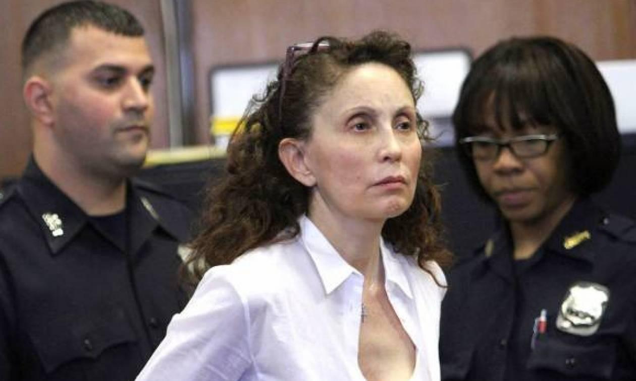 Στη φυλακή Αμερικανίδα εκατομμυριούχος για τη δολοφονία του αυτιστικού γιου της