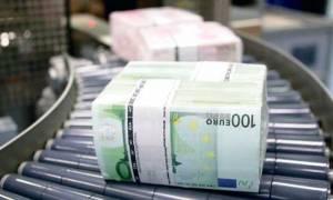 Εκροή 5 δισ. ευρώ από τις καταθέσεις τον Απρίλιο