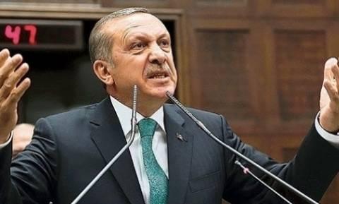Τουρκία: Εφημερίδα δημοσίευσε φωτογραφίες με παράδοση όπλων σε Σύρους αντάρτες