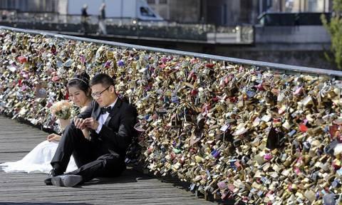 Παρίσι: Φεύγουν τα λουκέτα της αγάπης από τις γέφυρες