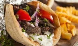 Πίτα με γύρο και τζατζίκι: Θερμίδες και διατροφική αξία