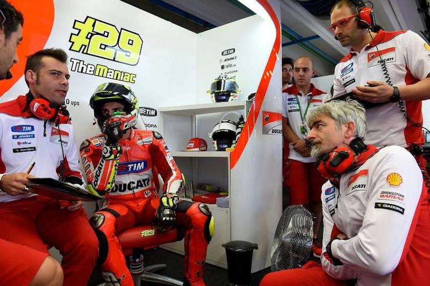 MotoGP Μουτζέλο: Ο Andrea Iannone στην pole position (photos)