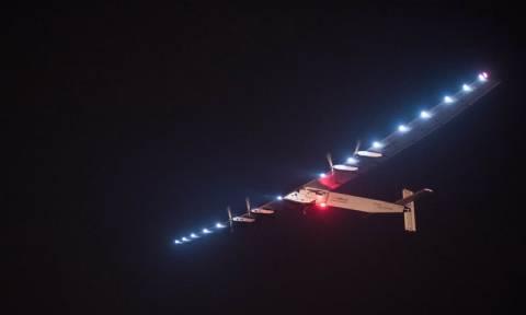 Το ηλιακό αεροσκάφος Solar Impulse 2 απογειώθηκε για ένα μακρύ ταξίδι πάνω από τον Ειρηνικό (pic)