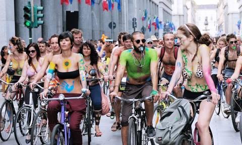 Βρετανία: Αποκλείστηκε από ποδηλατικό αγώνα γυμνών λόγω… στύσης!