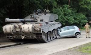 Τροχαίο ατύχημα με ένα... τανκ!