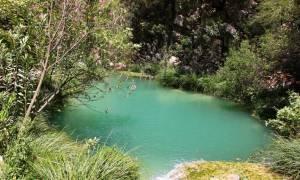 Η ανεξερεύνητη και κρυφή «Γαλάζια Λίμνη» της Ελλάδας (photos)