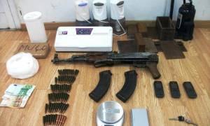 Συνελήφθη στο Αιγάλεω 51χρονος με όπλα και ναρκωτικά