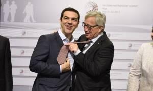 Στις Βρυξέλλες ο Τσίπρας – Ενημερώνει τον Γιούνκερ για την ελληνική πρόταση