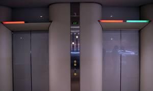 Ιαπωνία: Νερό και τουαλέτες στα ασανσέρ για την περίπτωση μιας βλάβης ή ενός σεισμού