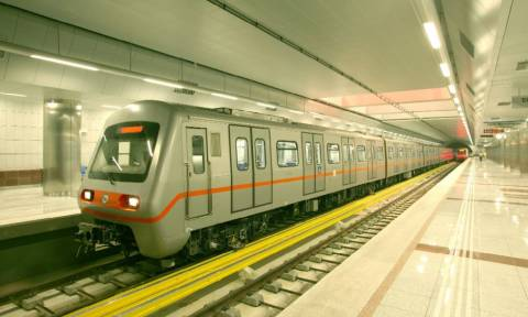 Πανικός στο Μοναστηράκι: Άνδρας έπεσε στις γραμμές του Μετρό