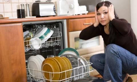 Πλυντήριο πιάτων: Πού εντοπίζεται ο μύκητας που προκαλεί καρδιολογικά και απόστημα στον εγκέφαλο