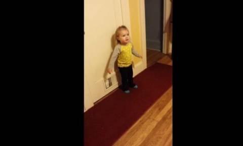 Δείτε την αντίδραση της πιτσιρίκας όταν η θεία της, της είπε μία κακιά κουβέντα!