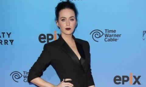 Τι έπαθε το πρόσωπο της Katy Perry;