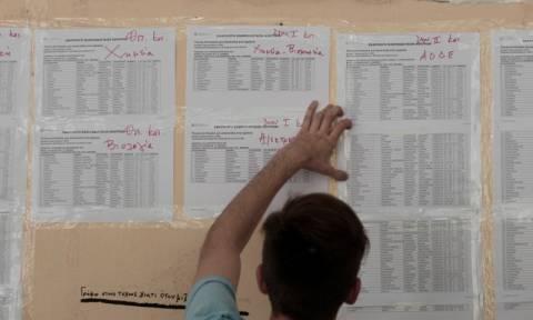 Πανελλήνιες 2015: Μειώνονται οι αριστούχοι, πέφτουν οι βάσεις