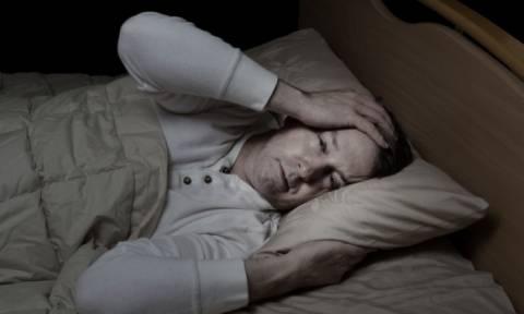 Νυχτερινές εφιδρώσεις: Πού οφείλονται και πώς θα τις αντιμετωπίσετε