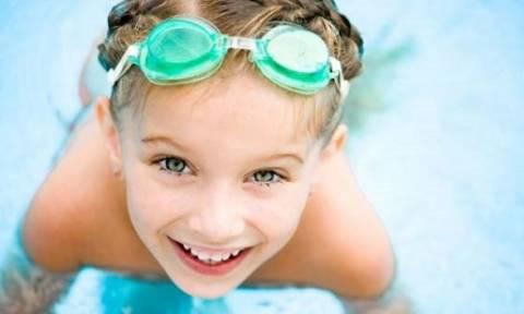 «Το παιδί μου φοβάται να κολυμπήσει - Τι μπορώ να κάνω για να το βοηθήσω;»