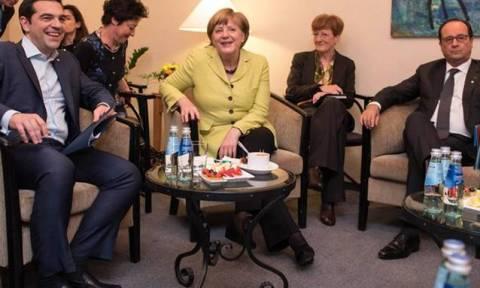 Έκτακτη συνάντηση Τσίπρα, Μέρκελ, Ολάντ την Τετάρτη στις Βρυξέλλες