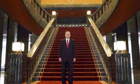 Ερντογάν: «Το πρωθυπουργικό γραφείο ήταν γεμάτο κατσαρίδες, γι'αυτό μετακόμισα»