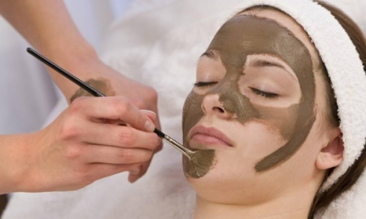 Αντιγηραντική μάσκα προσώπου με καφέ και μέλι