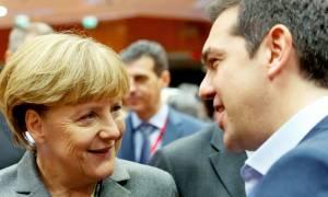 FAZ: Η Μέρκελ θέλει να βοηθήσει την Ελλάδα